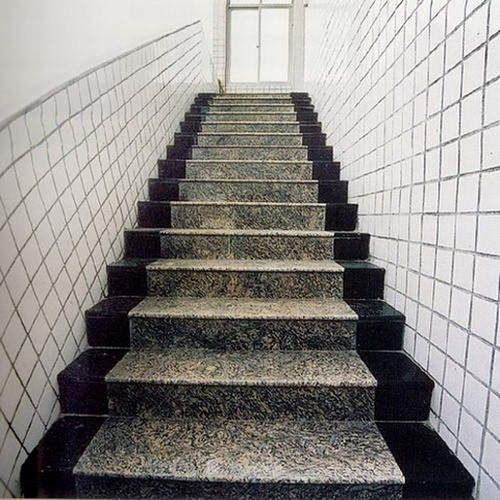 gạch lát cầu thang prime
